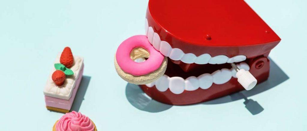 Makanan Berdampak Buruk Untuk Kesehatan Gigi1