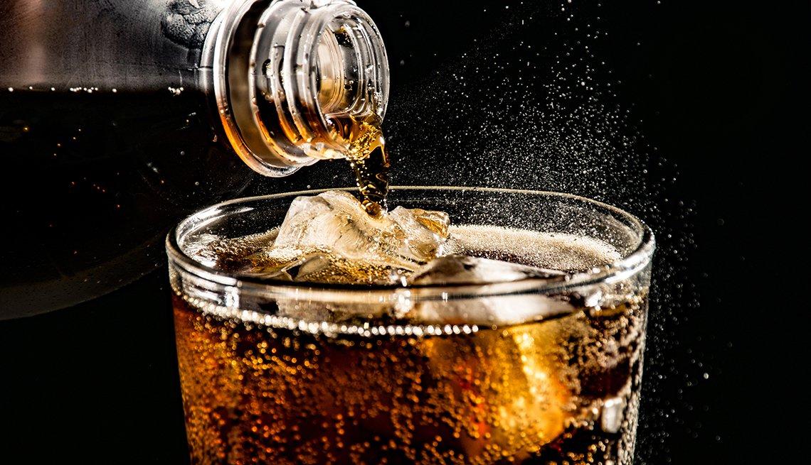 Dampak Minuman Soda pada Kesehatan Gigi